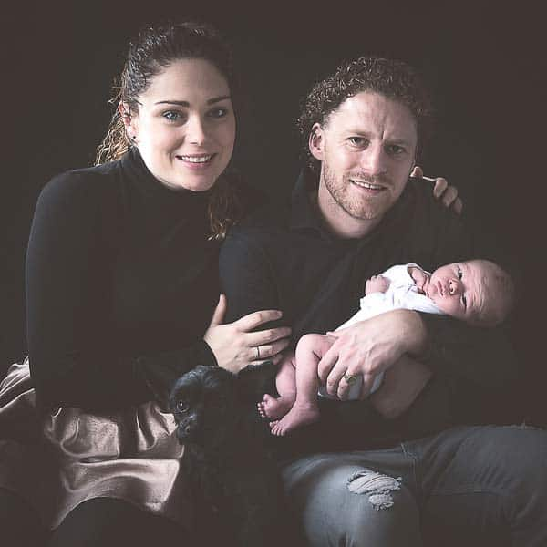 familia con su bebé