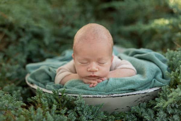 bebé dormido muy pequeño