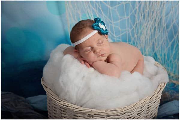 imagen de una recién nacida durmiendo