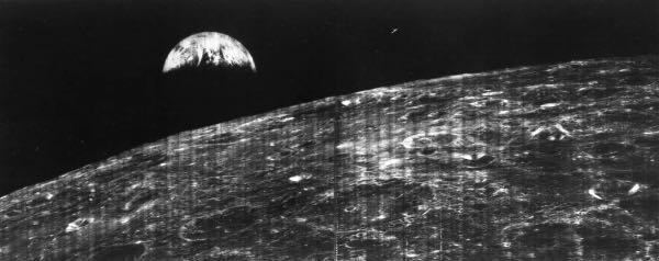 fotografía hecha desde la luna llamada Earthrise