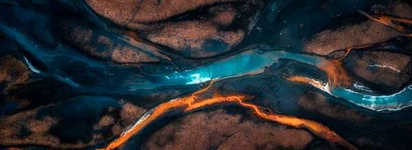 fotografía hecha con drone de un río